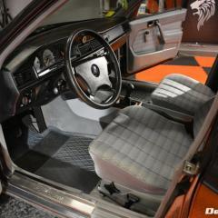 Mercedes 190 - Kompletny detailing wnetrza